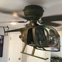 Un hélico au plafond
