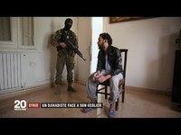 Un dijhadiste français et un soldat de l'armée kurde discutent
