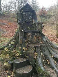 Le trône de bois