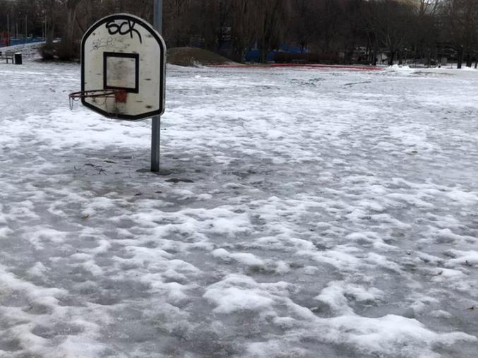 2m de neige visiblement en Suède en ce moment.