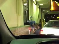 Bagarre au McDrive entre un employé et un client