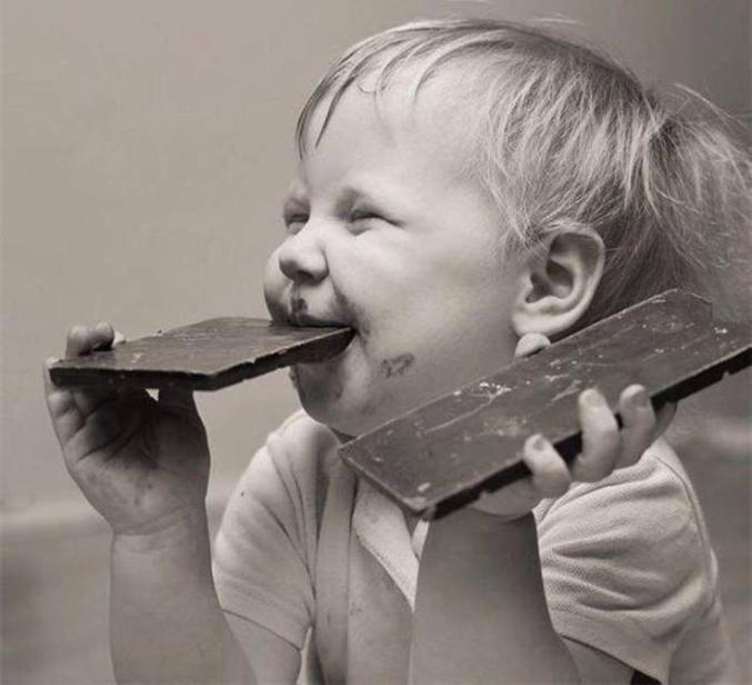 Un carré de chocolat pour celui qui trouve. Il faut le nom de la chanson et son interprète .