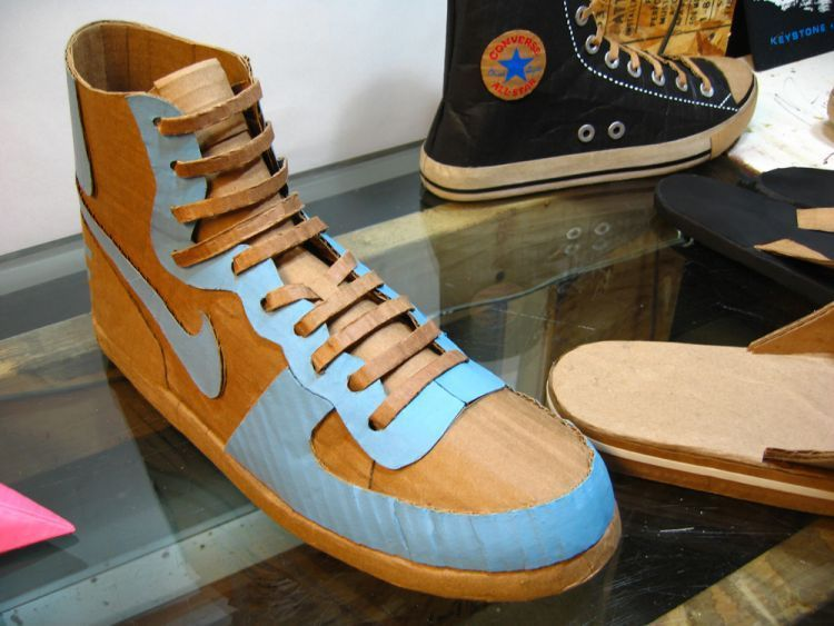 Chaussure En Carton