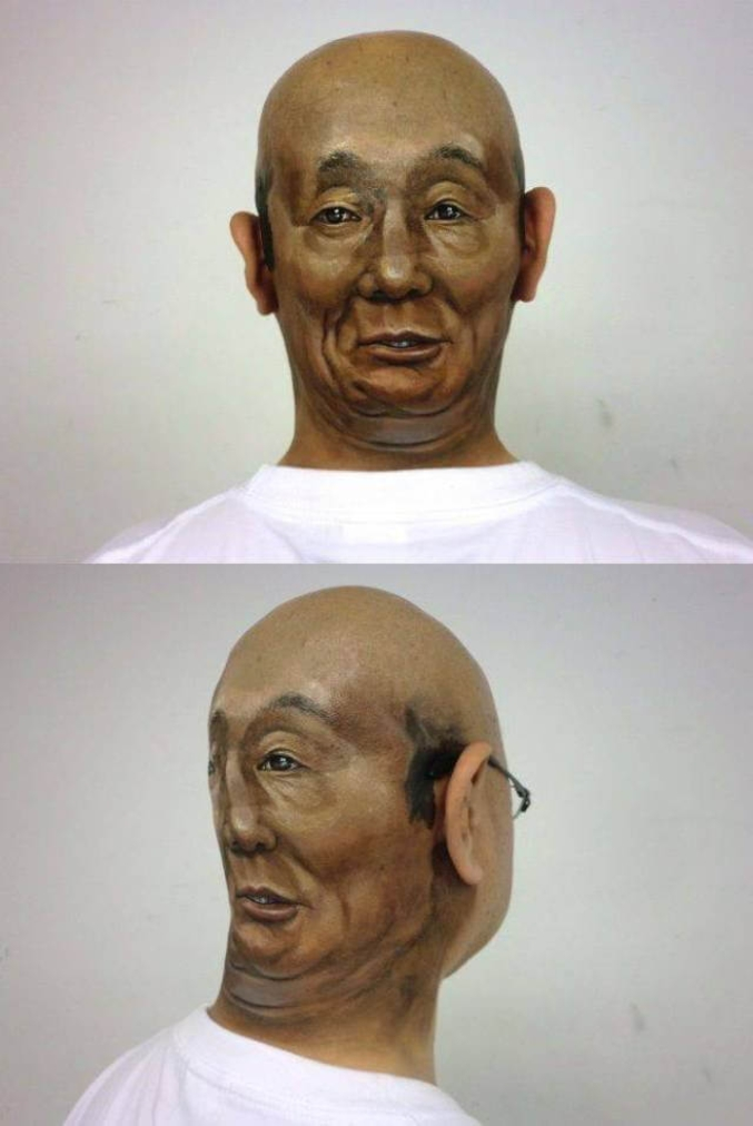 Un homme qui a des yeux derrière la tête.