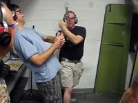 Un moniteur de tir foire complètement sa démonstration