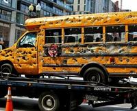 Scène banale aux USA : un car de ramassage scolaire a eu un petit pépin