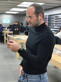 Steve approuve les nouveaux écouteurs sans fil