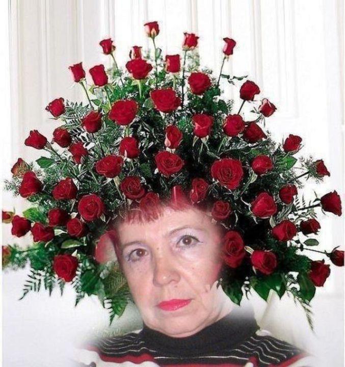 Dans le langage des fleurs, les roses rouges sont une promesse de nuit de sexe.