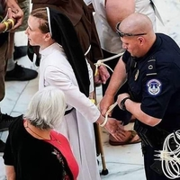 Ecclésiastiques arrêtés pour avoir protesté...