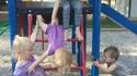 Pendant ce temps, au parc pour enfants