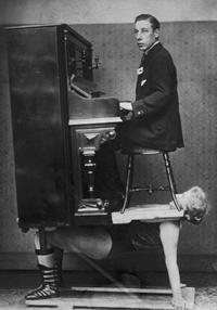 Le pianiste pétomane, un sadique doublé d'un esthète!
