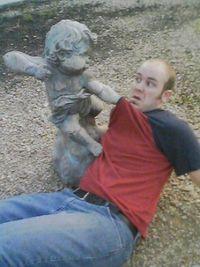 Statue agressive