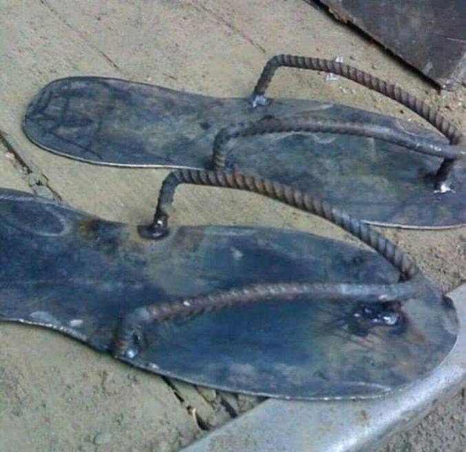 Ou un pied de velours dans une tong de fer