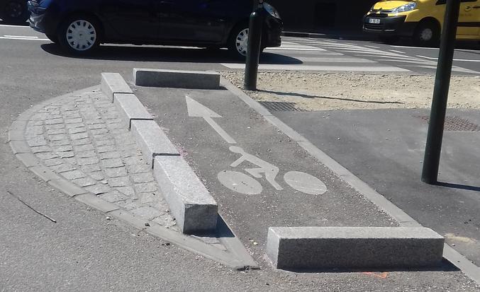Un aménagement à l'intersection des départementales D36 et D117 dans l'Essonne. (via l'association Mieux se Déplacer à Bicyclette)