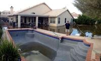 Paradoxe : la piscine est vide mais le jardin est plein !