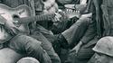 Guerre du Viet-Nam: 2 GI guitaristes jouent pour leurs copains