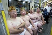 Bébés dans le métro