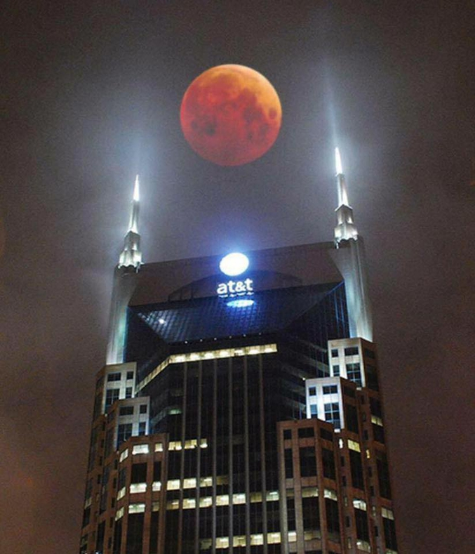 Ou une éclipse de lune au-dessus de la tour AT&T à Nashville ?