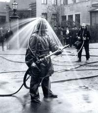 Costume expérimental de pompier datant de 1900