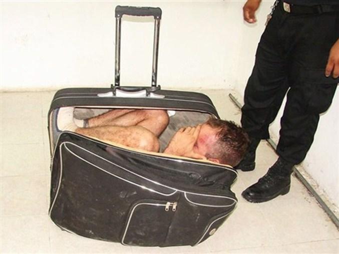 Un Mexicain a essayé de s'échapper de la prison dans une valise portée par sa partenaire qui lui avait rendu une visite conjugale.