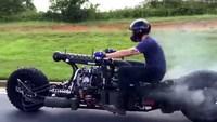 Une moto style Mad Max