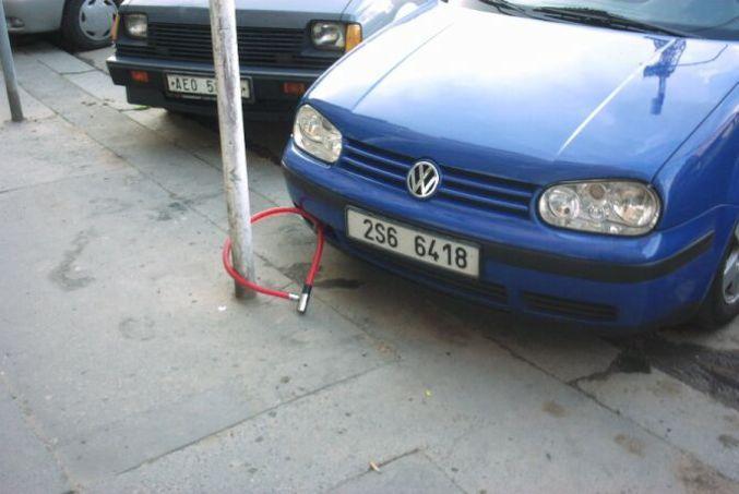 Un antivol pour voiture.
