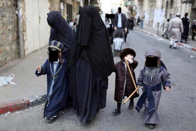 Avec la montée en puissance de tous les ultras religieux, on va finir par ne plus s'y reconnaître... https://www.medias-presse.info/la-frumka-le-niqab-juif/14342/