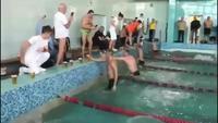 L'important en natation c'est de bien lever les coudes.