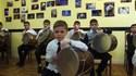 Les jeunes percussionnistes du Efo Dhol Studio