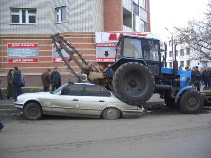 Un conducteur de tracteur qui n'a pas bien regardé dans son rétroviseur.