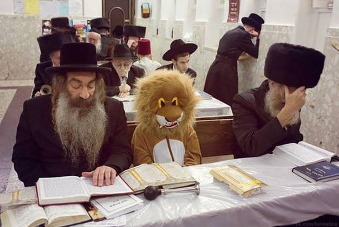 """""""Si tu accompagnes Papy à la synagogue, t'auras droit à aller au zoo."""""""