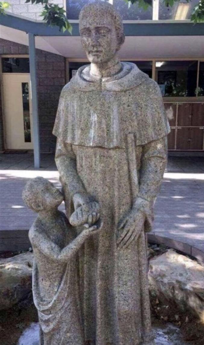 Une école catholique australienne obligée de cacher une statue embarrassante : https://goo.gl/2AGWrR