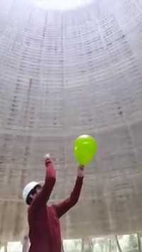 Eclater un ballon dans une cheminée de refroidissement