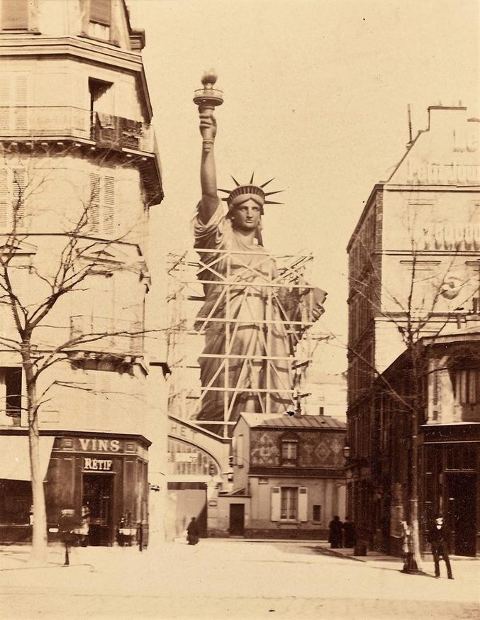 La Statue de la Liberté en construction à Paris en 1884 01