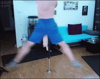 Quand ta chatte fait du pole dance