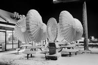 Effet de neige à la terrasse d'un McDo
