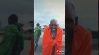 Des Masaï découvrent les filtres Snapchat