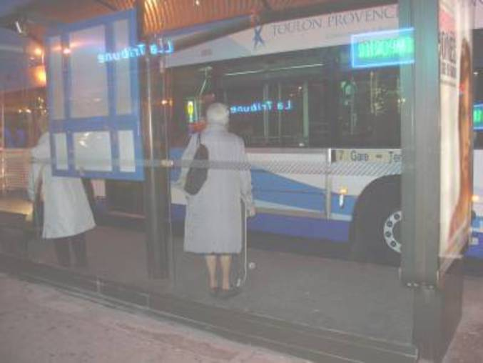 Elle préfère rentrer en bus...