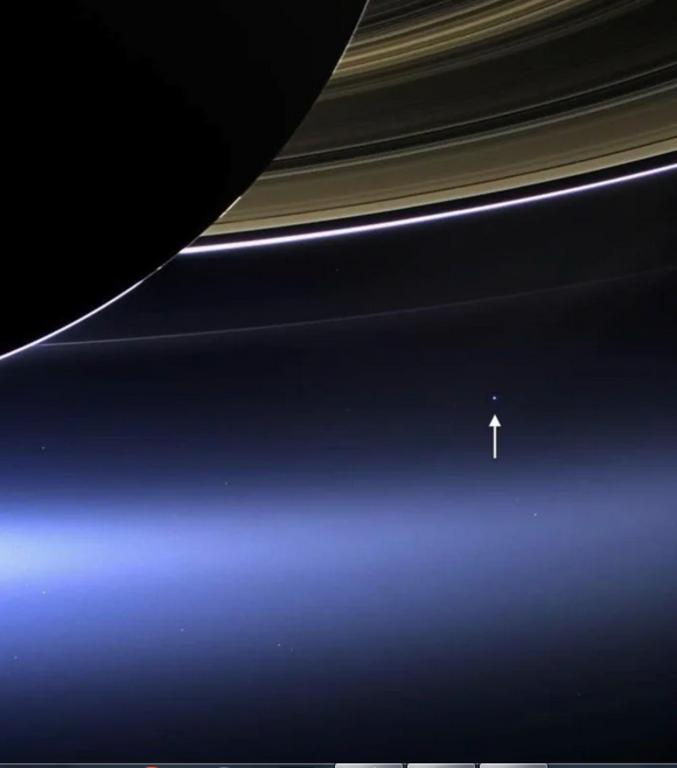 La Terre vu par Cassini depuis Saturne.