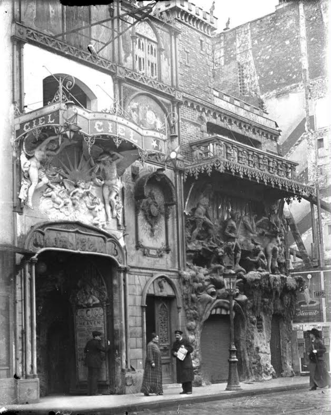 """L'Enfer était un célèbre cabaret de Montmartre, fondé en novembre 1892 par Antonin Alexander, dit """"Antonin"""", et qui fut détruit en 1950 pour permettre l'agrandissement d'un supermarché Monoprix. Il était jumelé avec le Cabaret du Ciel et partageait le même numéro du boulevard de Clichy (n° 53)."""