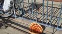 Quand t'es assez con pour laisser ton velo-pizza attaché par la roue avant..