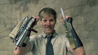 Colin Furze : Lame et Grappin d'assassin's creed.