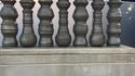 Des bases de piliers, des pions d'échec ?