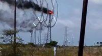 une éolienne en feu
