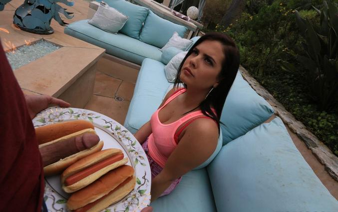 Le 21 juillet 2021, la journée internationale du hot-dog !!  Le débat du jour : On mets les condiments APRÈS avoir mis la saucisse et garnitures ou AVANT ??