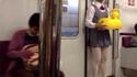 Dans le métro japonais