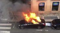 Extinction d'un incendie de véhicule