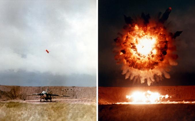 Photo de 1986 d'un missile Tomahawk BGM-109C explosant au dessus d'un avion (retiré du service). En lien avec le bombardement effectué par les américains d'une base militaire en Syrie, probablement avec une nouvelle version. Plus d'infos et source : https://fr.wikipedia.org/wiki/BGM-109_Tomahawk