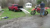 Une moto sur un pick-up