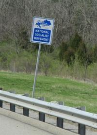 Sur le bord d'une autoroute aux USA